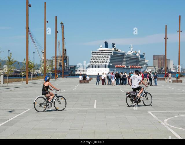 Belfast, Northern Ireland, UK. 24 July 2017. UK weather: Visitors on a walking tour on the Slipway in Titanic Quarter - Stock Image
