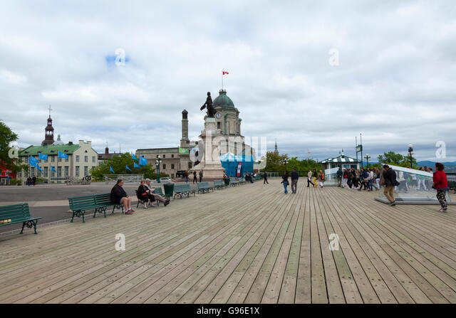 The promenade of Quebec city (La Promenade des Gouverneurs) looking out over the Saint Lawrence River - Stock Image