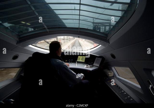 Driver of the ICE (Intercity Express) high speed train, Frankfurt. - Stock-Bilder