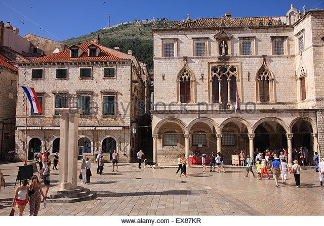 Croatia, Dubrovnik, People at Sponza Palace - Stock Image