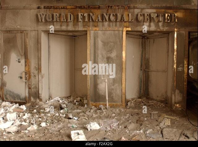 World Financial Center doorway blanketed in ash and soot after the collapse of the Twin Towers. Sept. 14, 2001. - Stock-Bilder