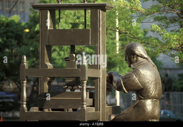 Philadelphia ben franklin statue showing franklin as printer - Stock Image