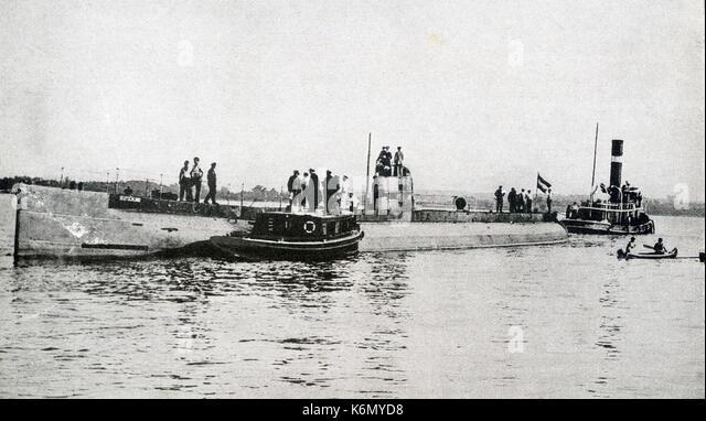 This photo taken during World War I shows German merchant submarine Deustchland lying in Chesapeake Bay before returning - Stock Image