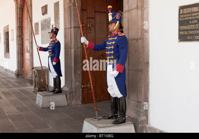 Guards at the presidential palace, Independence Square, Quito, Ecuador - Stock Image