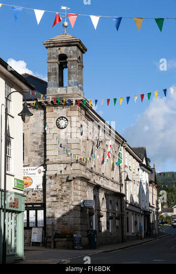 Ashburton town hall lies on the southern slopes of Dartmoor in the heart of the South Devon countryside. Flanked - Stock Image