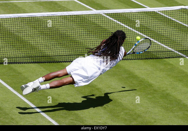 Wimbledon, UK. 04th July, 2015. The Wimbledon Tennis Championships. Gentlemens Singles third round match between - Stock-Bilder