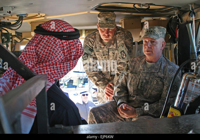 U.S. Army Lt. Gen. William G. Webster, right, and Soldiers teach Kuwaiti officials about U.S. military vehicles - Stock Image