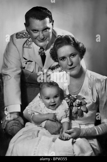 HERMANN GORING WIFE EMMY CHILD NAZI OFFICER WITH FAMILY 01 March 1940 - Stock-Bilder