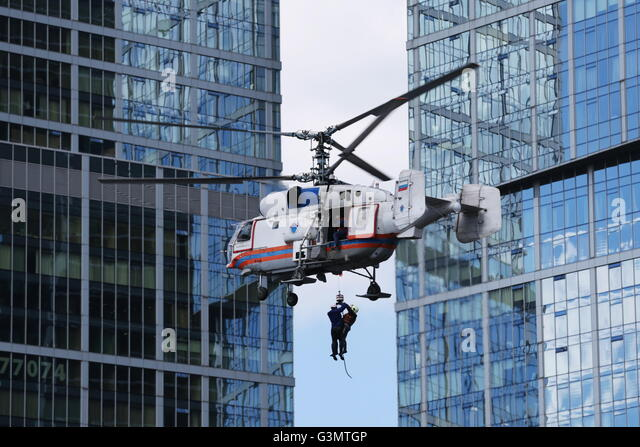 Moscow, Russia. 14th June, 2016. An Emercom helicopter during a demonstration exercise by fire fighters near Moscow - Stock-Bilder