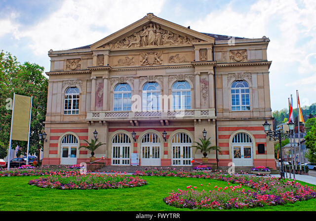 Street view to Baden-Baden Theater. Baden-Baden is a spa town. It is situated in Baden-Wurttemberg in Germany. Theater - Stock-Bilder