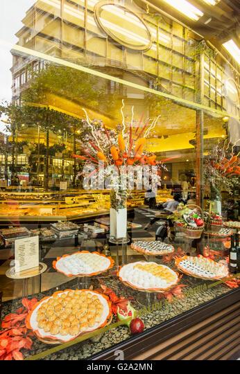 Patisseria Mauri, Famous Pastry Shop since 1929, Shop Window, Barcelona, Spain - Stock Image