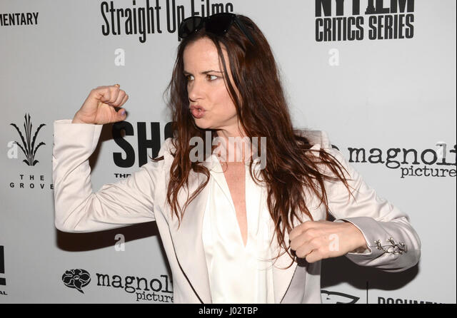 Juliette Lewis arrive for the Premiere Of 'SHOT! The Psycho-Spiritual Mantra of Rock' held at Pacific Theatres - Stock-Bilder