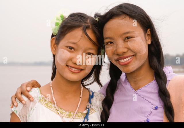 Best friends, Amarapura, Mandalay, Myanmar (Burma) - Stock-Bilder