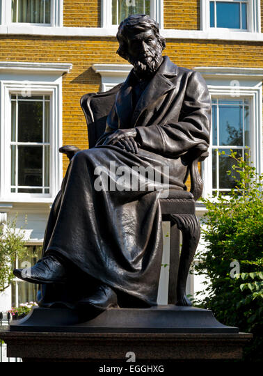 Statue of Scottish Philosopher, writer and historian Thomas Carlyle by Sir Joseph Edgar Boehm on Chelsea Embankment - Stock-Bilder