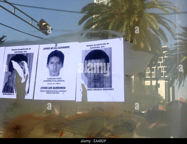 Mexico city, Mexico. 6th November, 2014. Portraits of missing students are displayed in Reforma Avenue in Mexico - Stock Image