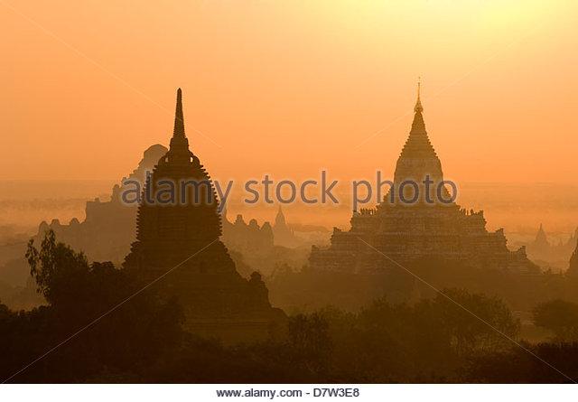 Temples and pagodas at sunrise, Bagan (Pagan), Burma - Stock-Bilder