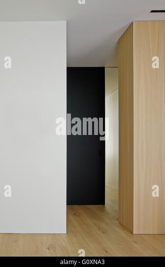 Modern hallway with contrasting walls in white, black and wood. - Stock Image
