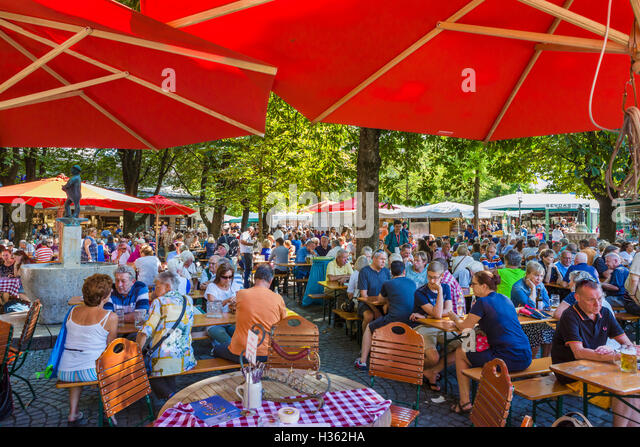 Beer garden in the Viktualienmarkt, Munich, Bavaria, Germany - Stock Image