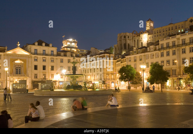 Portugal Lisbon Rossio square at night Lissabon Rossio Platz bei Nacht - Stock Image
