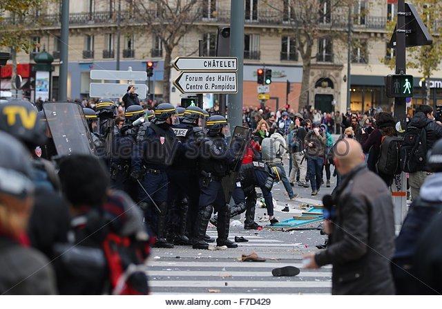 Paris-10E-Arrondissement, France. novembre 29th, 2015. FRANCE, Paris : Policemen fight with demonstrators on the - Stock Image