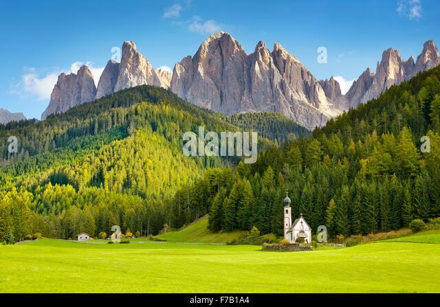 St Johann Church, Santa Maddalena, Tyrol, Dolomites Mountains landscape, Italy - Stock-Bilder