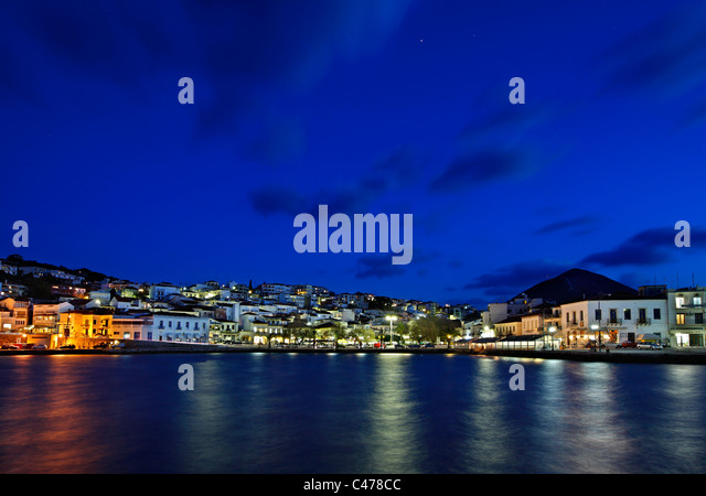 Night view of Pylos town (also known as 'Navarino'), Messinia prefecture, Peloponnese, Greece - Stock Image