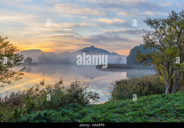 Landscape at Sunrise with Wachsenburg Castle and Lake in Morning Mist, Drei Gleichen, Ilm District, Thuringia, Germany - Stock Image
