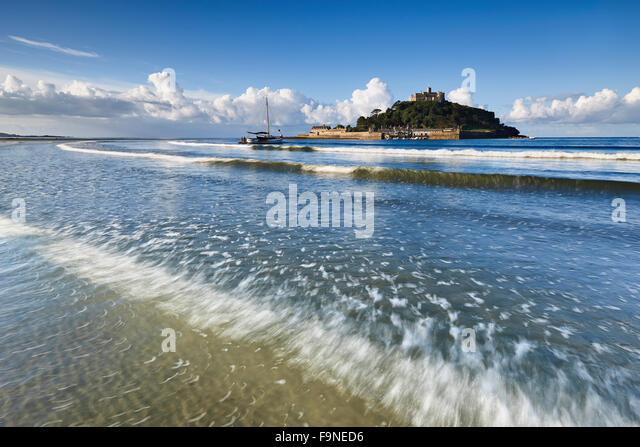 Iconic landmark St Michael's Mount, Cornwall - Stock Image