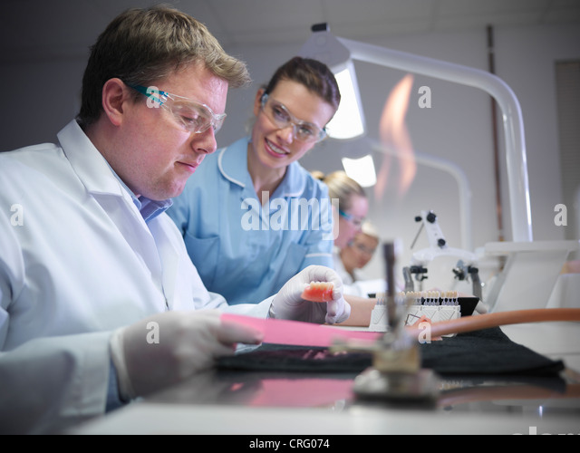 Dentist teaching students in lab - Stock-Bilder