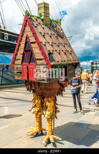 London, UK. 25th Jun, 2017. Greenwich and Docklands International Festival. Baba Yaga's House by Dizzy O'Dare - Stock Image