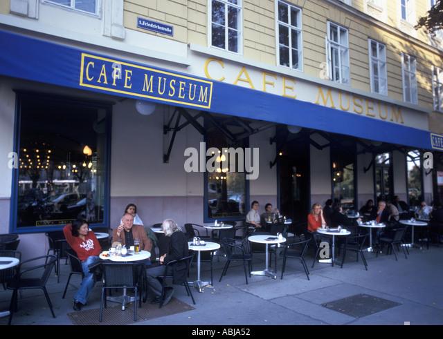 Cafe In Wien Halle