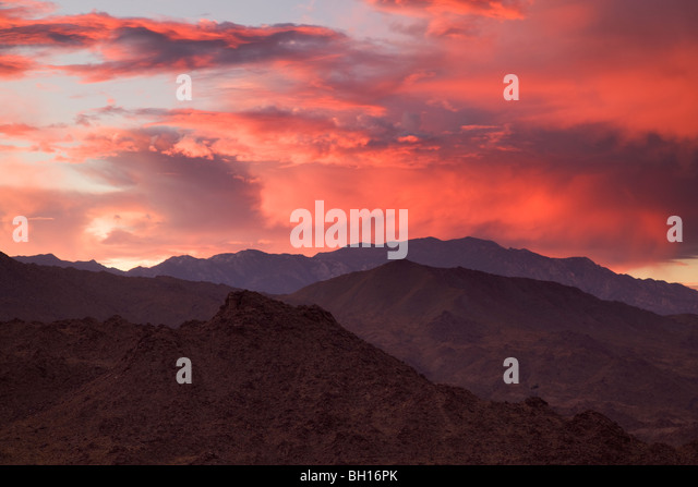 Sunset over the San Jacinto Mountains from Palm Desert and the Coachella Valley, California. - Stock-Bilder