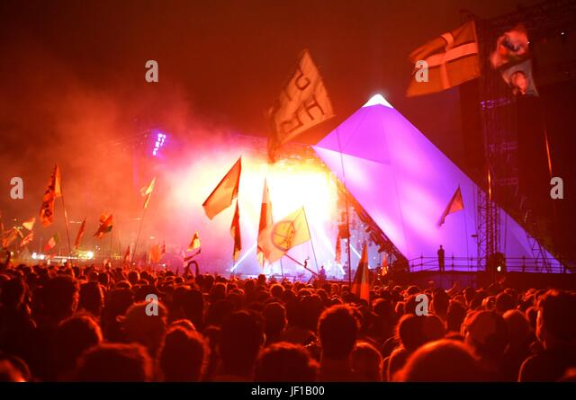 The view from the crowd as Radiohead headline the Pyramid Stage on Friday at Glastonbury Festival, Pilton, Somerset, - Stock Image