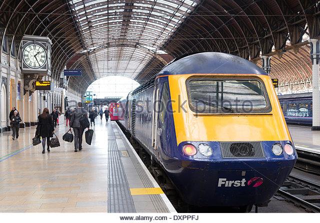 First Great Western train at Paddington Station, London, England, UK - Stock Image