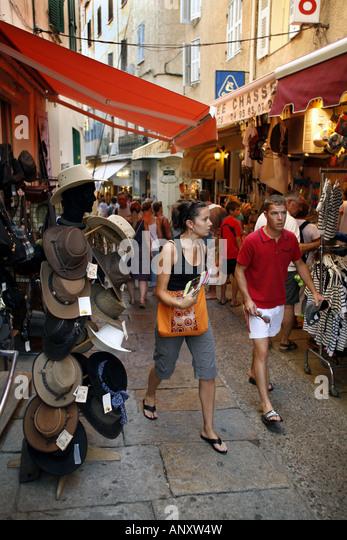 Butikker i den smalle gade Rue Clémenceau Calvi Korsika 08 2007 - Stock Image