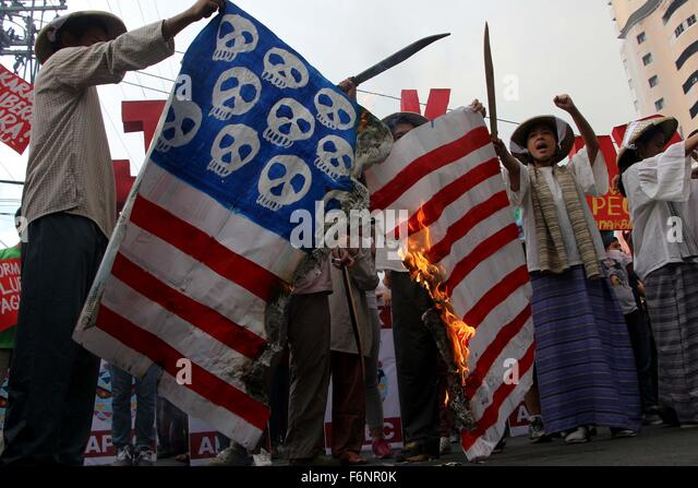 Manila, Philippines. 18th Nov, 2015. Protester burned the US flag during the programs of militant groups before - Stock Image