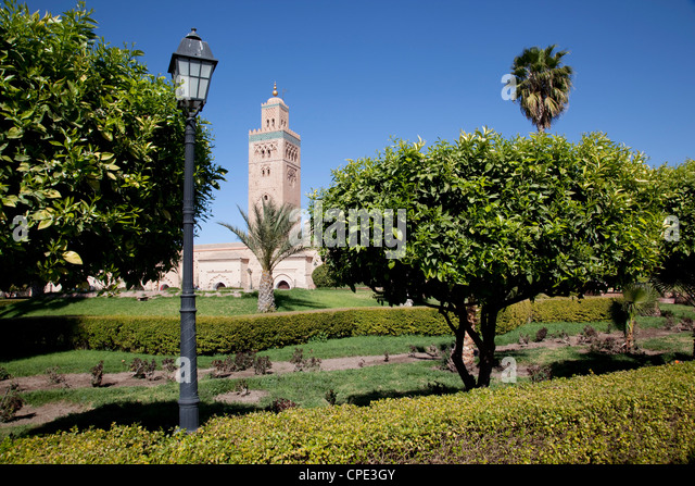 Koutoubia Mosque Minaret and Librairie Municipal, Marrakesh, Morocco, North Africa, Africa - Stock-Bilder