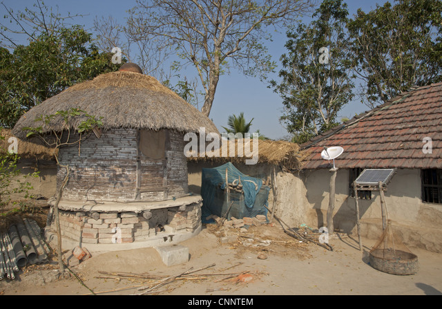 Old-fashioned grain store with modern satellite dish and solar panel, Sundarbans, Ganges Delta, West Bengal, India - Stock Image