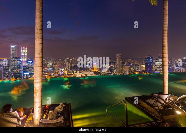 Marina bay sands hotel restaurant stock photos marina bay sands hotel restaurant stock images - Singapur skyline pool ...