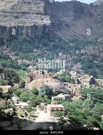village Rocky Mountains Yemen Middle East scenery Shihara vegetation - Stock Image