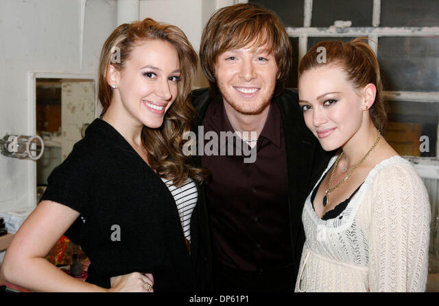 Oct 03, 2006; Manhattan, New York, USA; 2003 American Idol runner-up CLAY AIKEN visits backstage at the Neil Simon - Stock Image