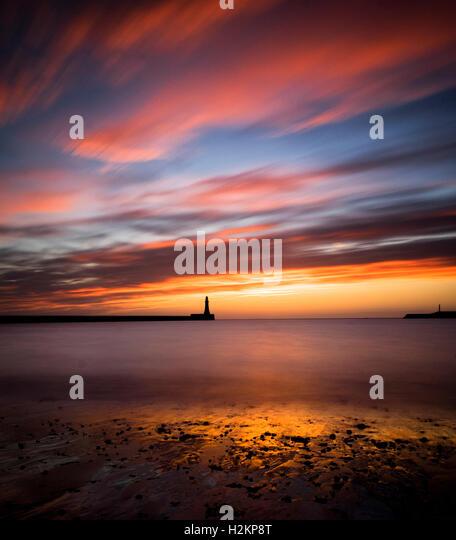 Sunderland, UK. 29th September 2016. UK Weather: Sunderland awoke to a glorious sunrise this morning in what will - Stock Image