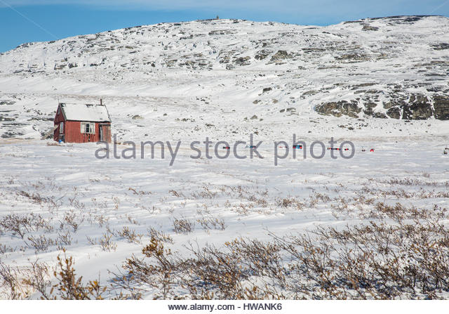 lone red greenlandic home snowy landscape - Stock Image