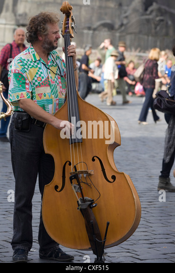 Street Performer musician  on the streets of Prague - Stock Image