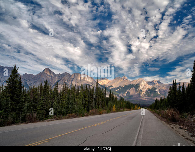 Road in Banff National Park, Alberta, Canada - Stock Image