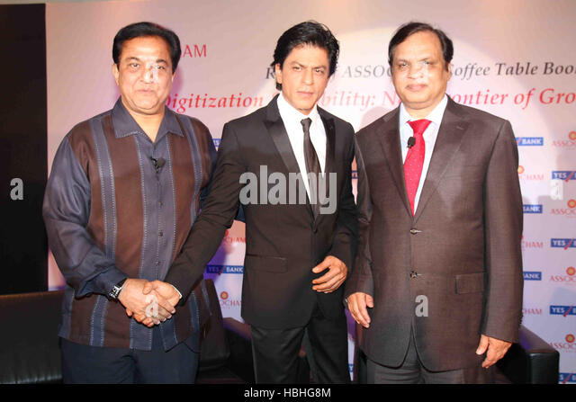Rana Kapoor President Shah Rukh Khan Venugopal Dhoot during launch of ASSOCHAM coffee table book media entertainment - Stock-Bilder