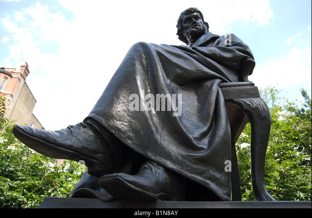 bronze sculpture of historian and essayist thomas carlyle, chelsea embankment, london, england, by sir joseph edgar - Stock-Bilder