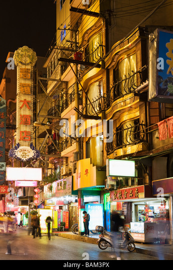 Shanghai street at night - Stock Image