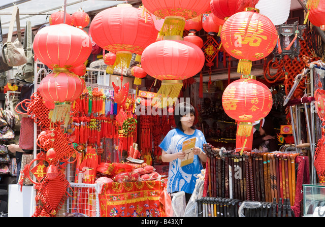 China Shanghai Chinese lantern shop Nanjing Road - Stock Image