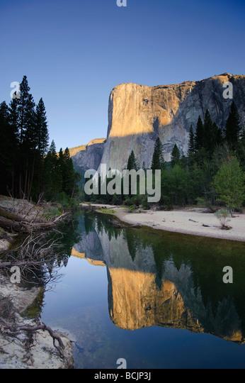 USA, California, Yosemite National Park, Merced River, Cathedral Beach and El Capitan - Stock-Bilder